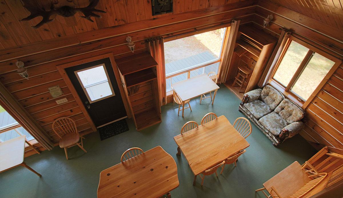Chalet-Maryvonne-interieur-saller-manger-vue-haut